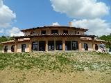 Villa met 42000 m2 grond